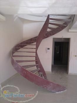 پله پیچ پله گرد