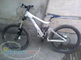 دوچرخه دانهیل GIANT