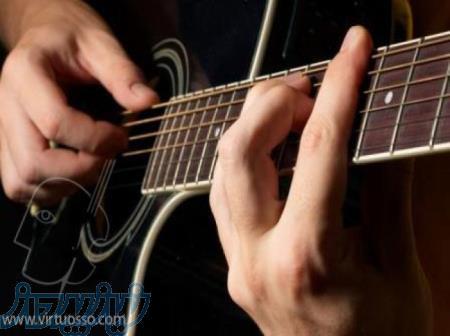 آموزش گیتار پاپ در منزل هنرجو