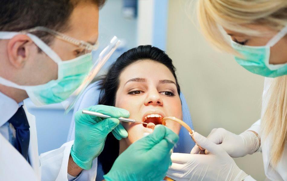 بهبود تجربه بیماران دندانپزشکی از طریق سرویس پیام کوتاه