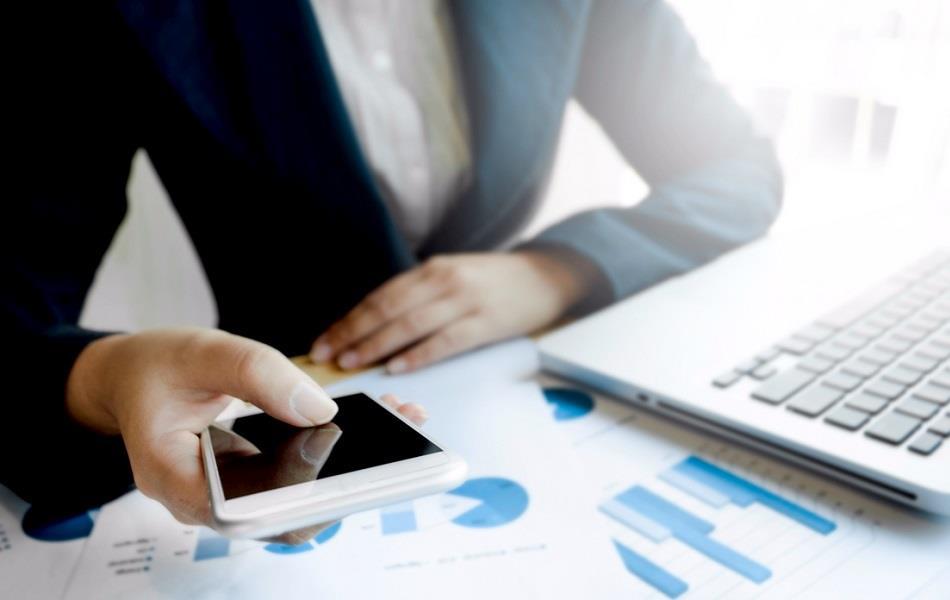 بازاریابی پیامکی: چهار بخشی که به شکل موفقیت آمیزی از بازاریابی پیامکی استفاده می کنند.